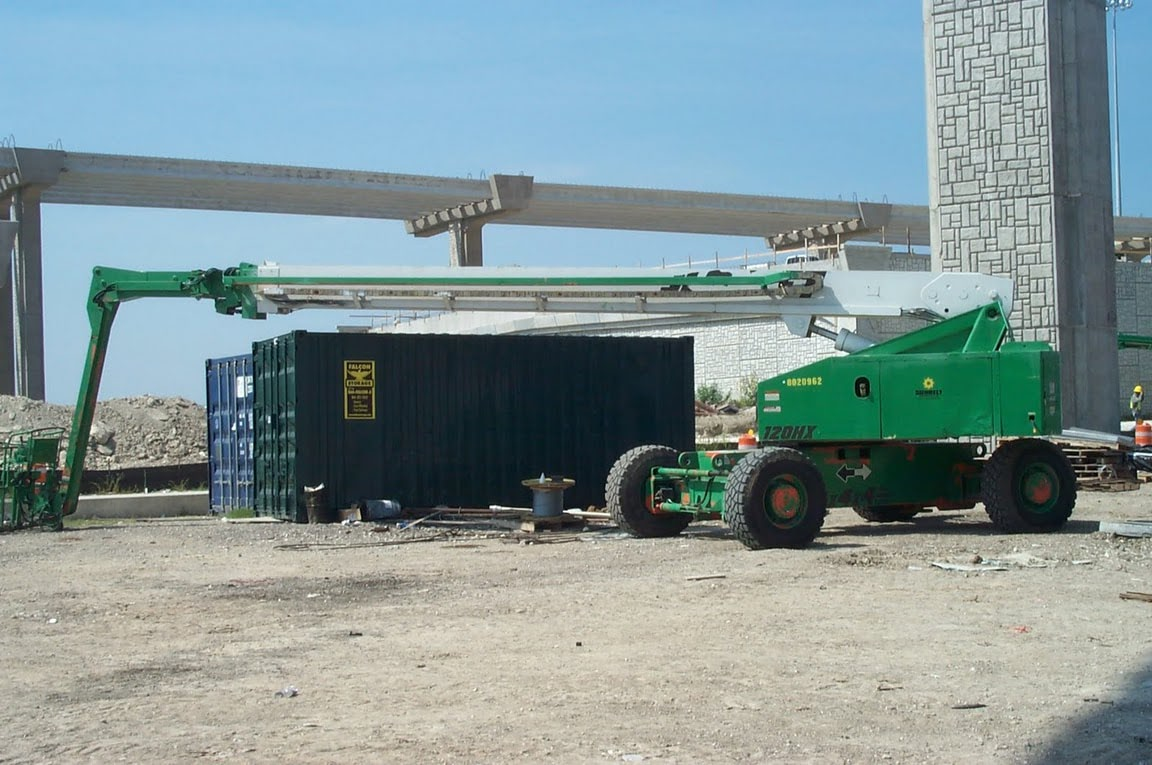 Portable Shipping Containers: The Ultimate Construction Yard Storage Solution