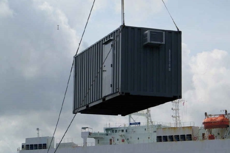 crane-places-container