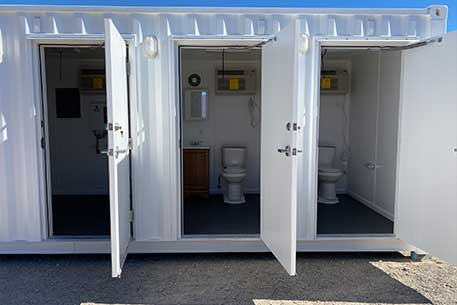 bathroom_stalls_with_separate_doors