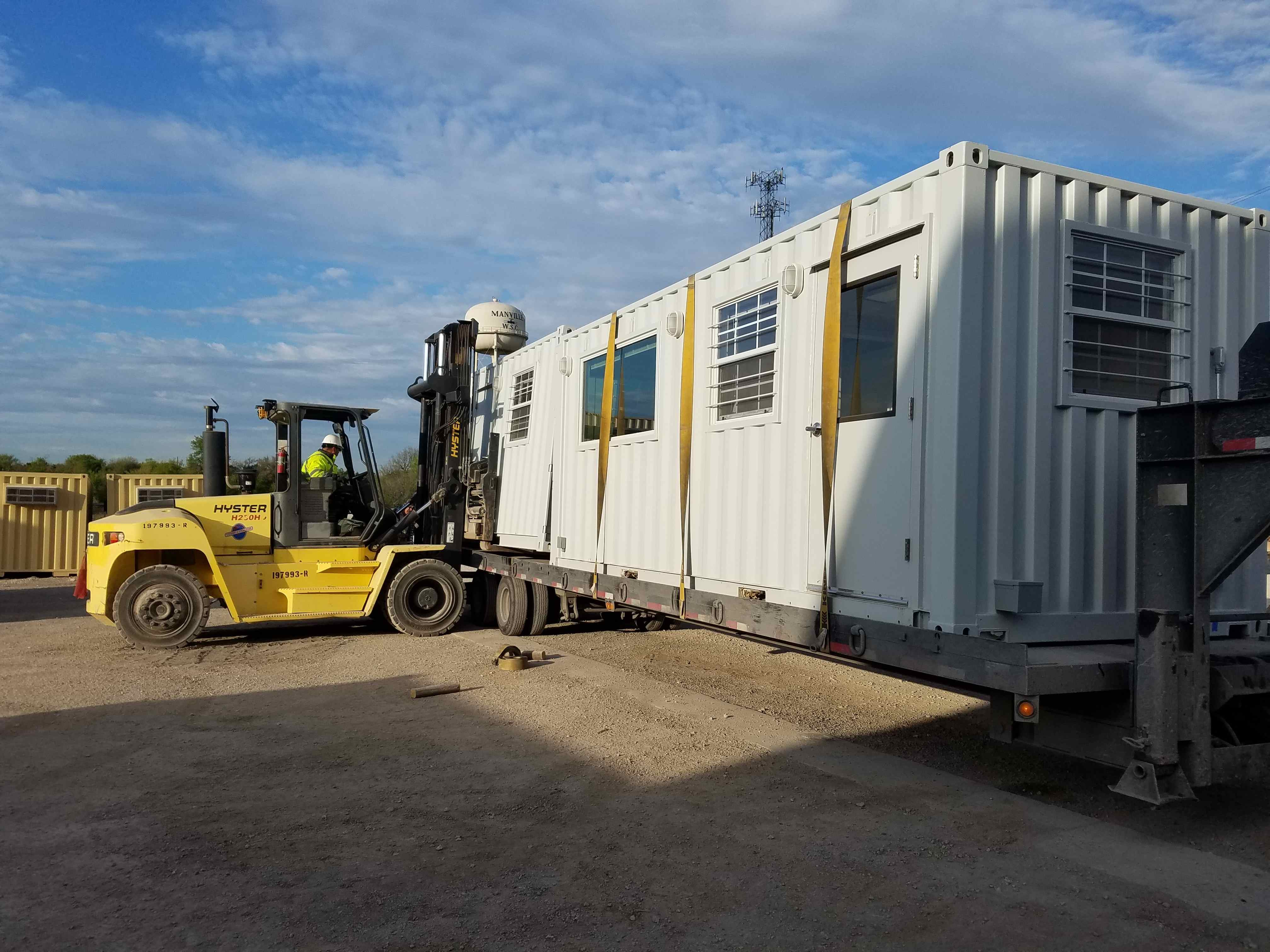 forklift-containers-trailer