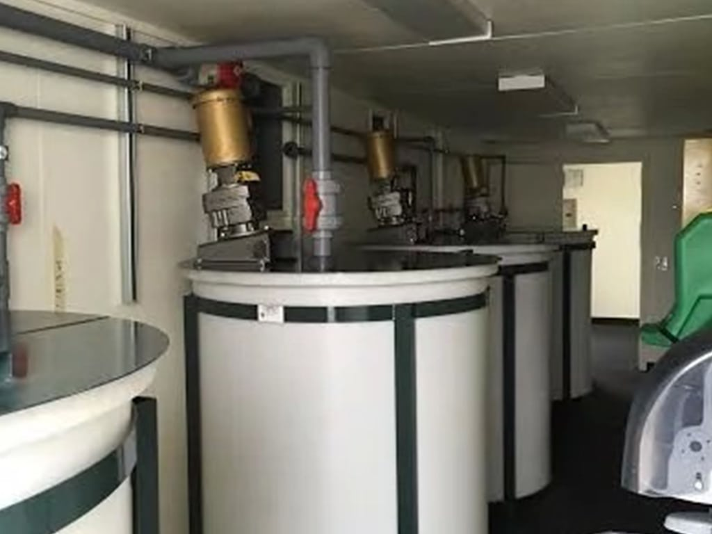 Water filtration container interior
